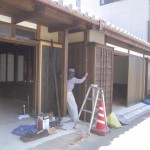 工事状況 木にはカキ渋を塗り、土には漆喰を使い段々と仕上がってきました。