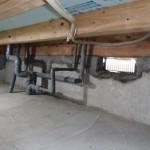 給排水配管は着手時から仮設仮配管で自在にしておくので生活をしたままでも工事は可能す。工事後に完全復旧します。